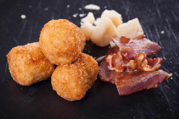 Croquetas de bacon y parmesano
